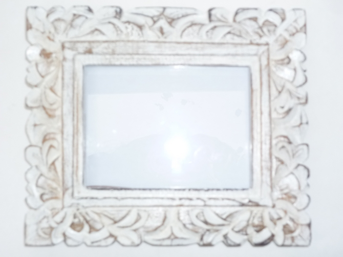 Vintage White Washed Wooden Photo Frame (Leaf Design)