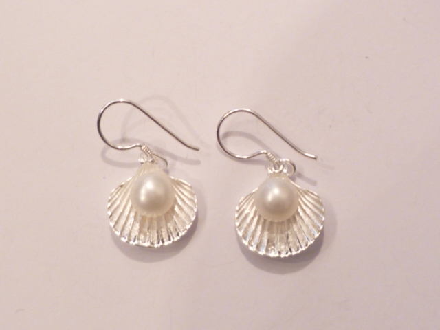 Sterling Silver Clam Earrings with Freshwater Pearl (S)