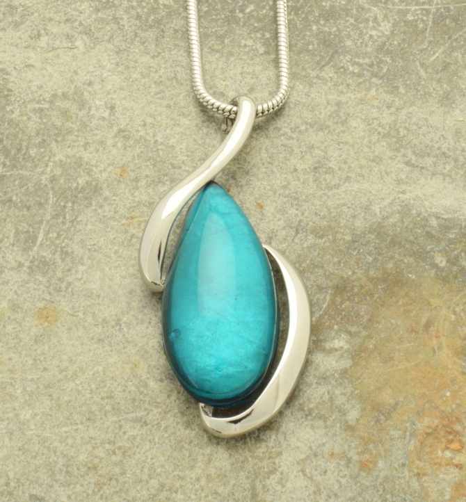 Pebble Shell Pendant Necklace